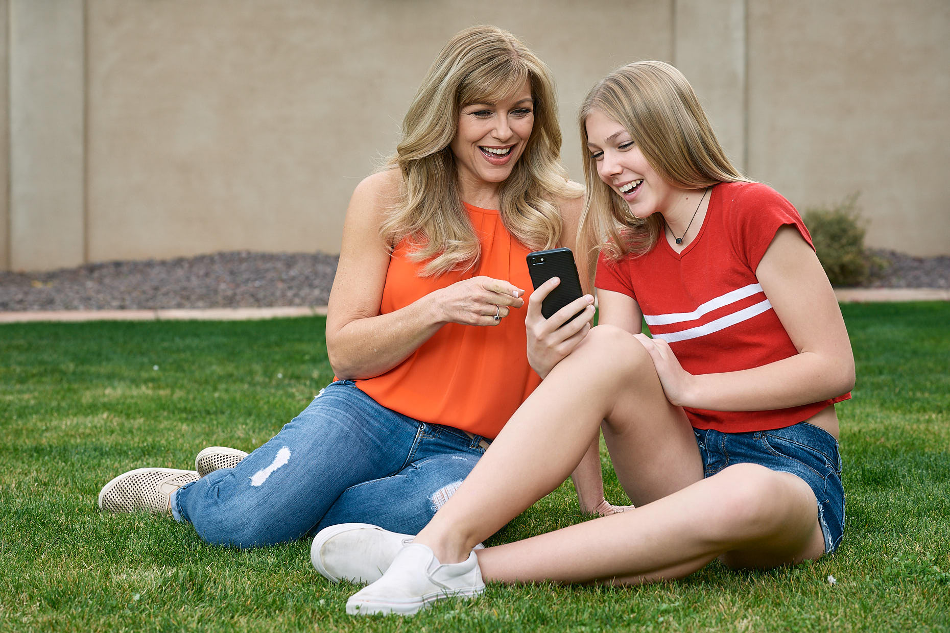 Jason Tracy - Advertising Photographer Kansas City - Mother Daughter Laughing with Phone